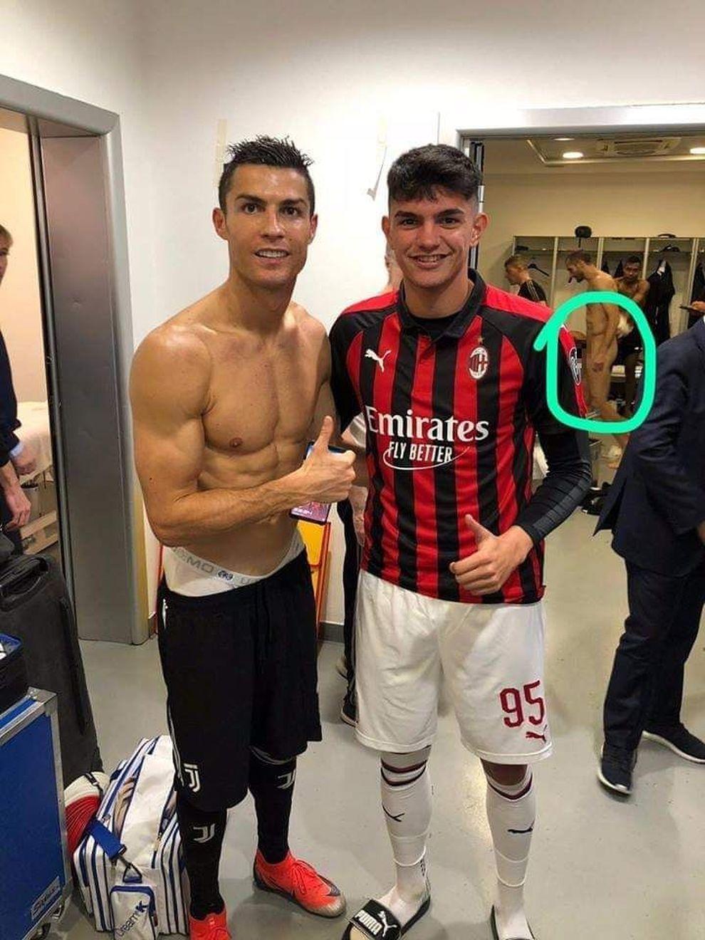 Ronaldo e Bellanova, la foto è hot:sullo sfondo spunta Chiellini nudo