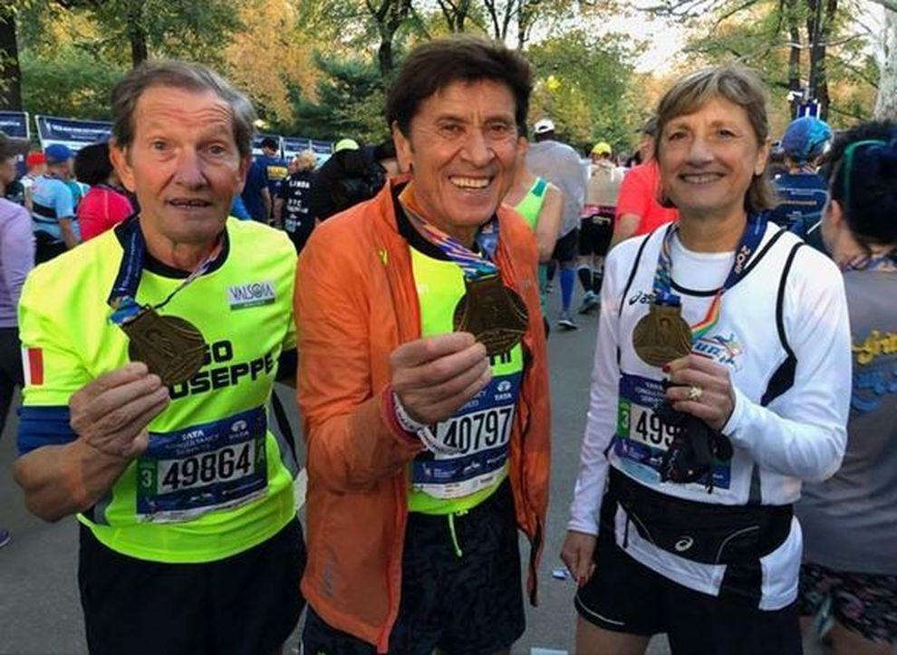 Gianni Morandi al traguardo della Maratona di New York a 73 anni  «Ce l ho  fatta» 3924cbf5e69