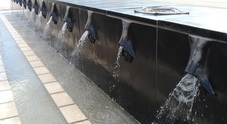 La fontana del porto usata come pista da skateboard Filmate le azioni dei giovani