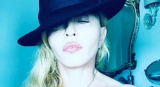 Madonna, topless super hot