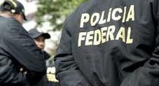 Quattordicenne irrompe a scuola armato e apre il fuoco sui compagni: 2 morti
