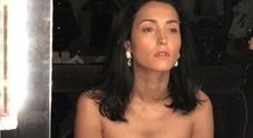 Caterina Balivo e la foto struccata, décolleté esplosivo «Mai amato guardarmi...»