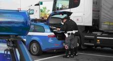 Autoarticolato contro Fiat Punto in autostrada Automobilisti miracolati