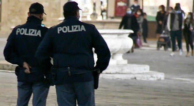 Covid: assembramenti in centro, la polizia ferma la troupe di Piccioni e Scamarcio