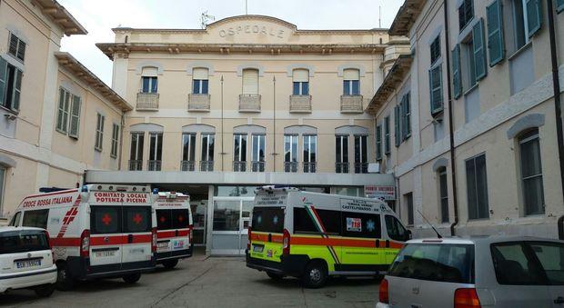 L'ospedale adesso è dell'Inrca «Così è salvo». «No, è svenduto»