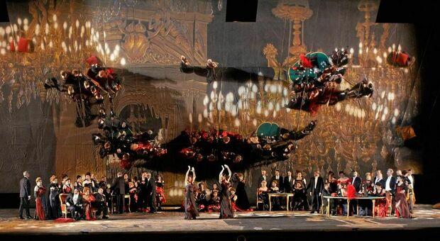 Una splendida scena dell opera La traviata degli specchi