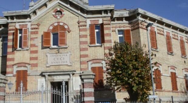 Un altro morto all'Opera Pia Ceci: emergenza senza fine. Dramma nella casa di riposo: 79 ospiti su 96 hanno il virus