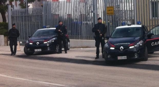 Le pattuglie dei carabinieri davanti alla caserma di Porto Recanati