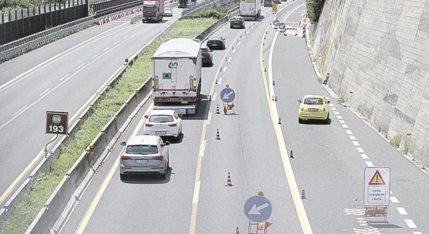 Fermo, code e rallentamenti sull'autostrada A14 strozzata, Confindustria: «Almeno togliete il pedaggio»