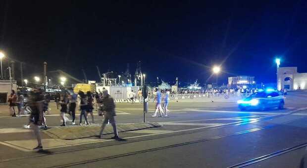 Controlli della polizia al porto antico
