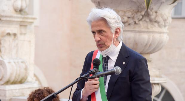Macerata, il sindaco Parcaroli in ospedale, ma rassicura tutti su Facebook: «Solo un breve pit stop»
