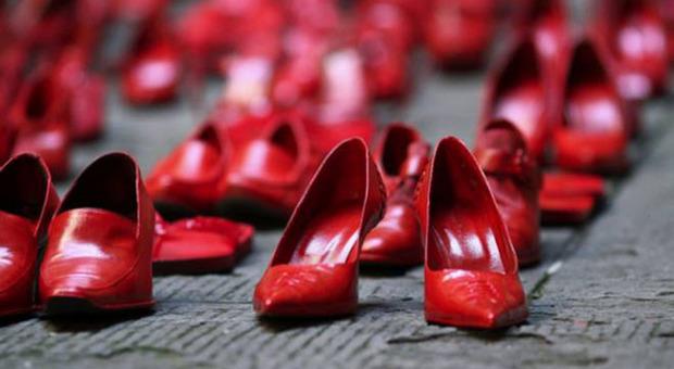 Le scarpe rosse, simbolo della lotta contro la violenza sulle donne