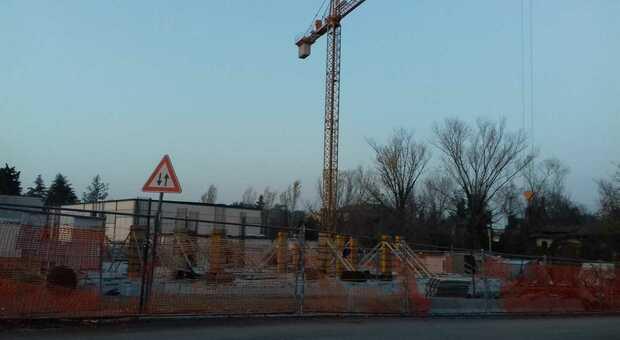 Focolaio Covid tra gli operai: arriva lo stop immediato al cantiere per la torre Erap