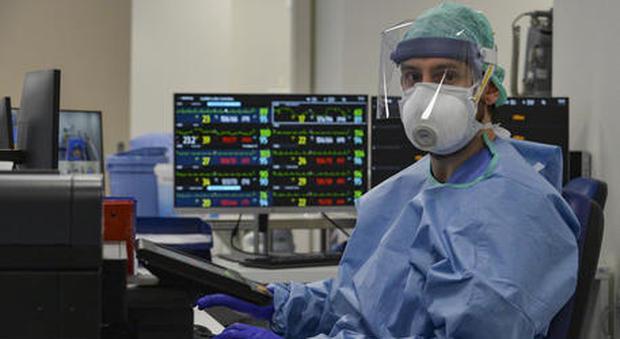 Domenica In, l'immunologo Francesco Le Foche: «Il virus tende ad autospegnersi, torneremo presto alla vita di sempre»