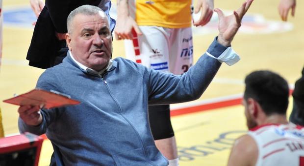 Il coach croato Jasmin Repesa durante una partita della Vuelle