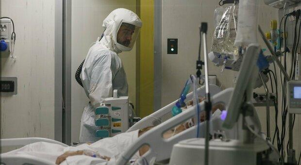 Un reparto di terapia intensiva: nelle Marche sono 21 i ricoverati