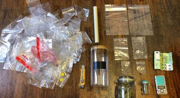 """In due sorpresi con le droghe sintetiche: uno arrestato con le pasticche di ecstasy """"Rolls Royce"""""""