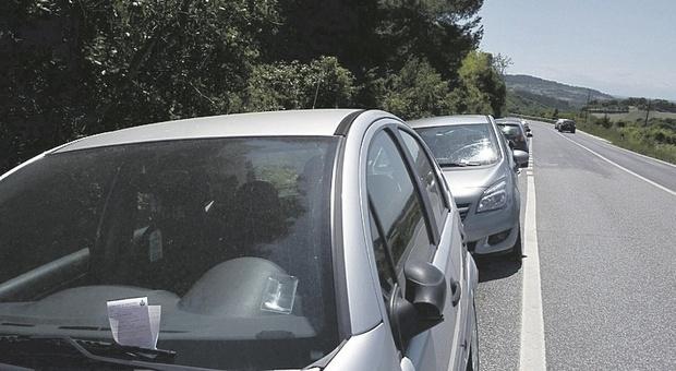 """Fine del lockdown e parte la corsa al parcheggio anche """"creativo"""": fioccano le multe per divieto di sosta"""