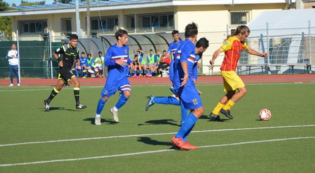 Un'azione di gioco durante Recanatese-Porto Sant'Elpidio