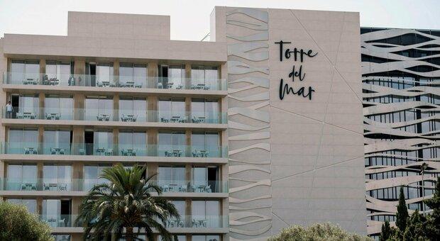 Ibiza, coppia di ventenni muore precipitando dal balcone, lei italo-spagnola