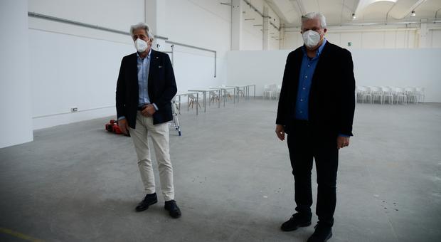 Il sindaco Parcarli e il consigliere Ripa durante un recente sopralluogo nella struttura di Piediripa