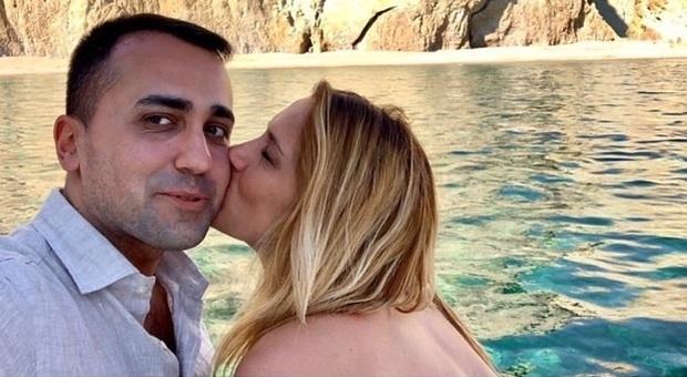 Luigi Di Maio, compleanno in Sardegna con gli auguri speciali di Virginia: «Cuore mio»