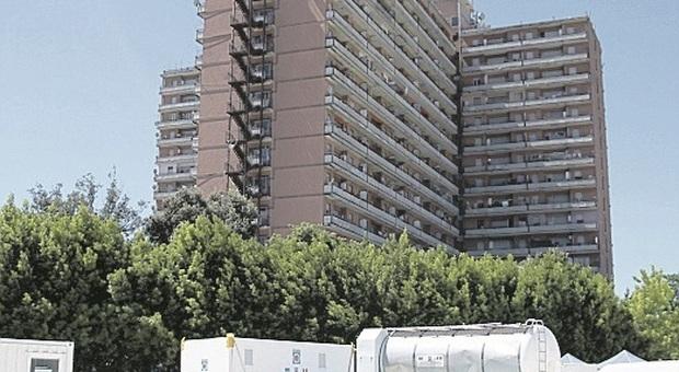 Porto Recanati, positivo al Covid viola la quarantena: sorpreso davanti al'Hotel House e denunciato