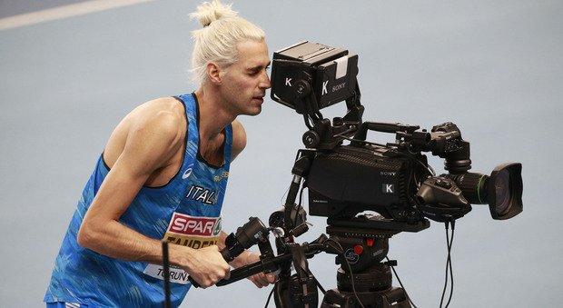 Tamberi ha il Covid, l'annuncio dell'atleta su Facebook: «L'ho scoperto al rientro dagli europei. Ho avuto la febbre alta e mal di testa»