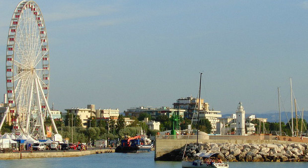 Turismo, hotel a prezzi stracciati a Rimini: una stanza a meno di 20 euro