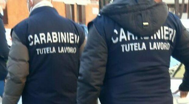 Lavoratori sfruttati a 3 euro all'ora e costretti a pagare affitti astronomici: quattro arrestati nella catena di autolavaggi
