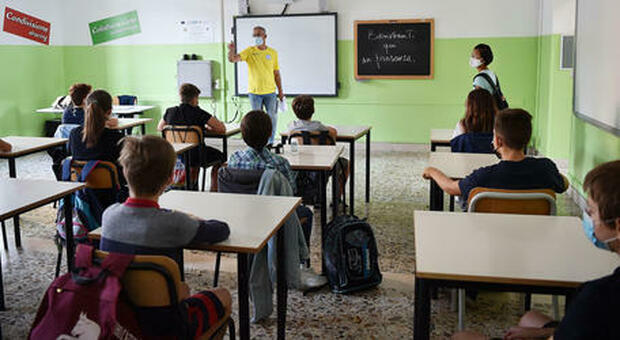 Scuole e quarantene: didattica a distanza con 3 alunni positivi. Stesse regole per il personale. Materne, ecco quanto durerà l'isolamento