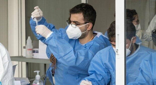 Coronavirus, boom di tamponi ma sono 508 i nuovi positivi nelle Marche (più 39 ai test rapidi)