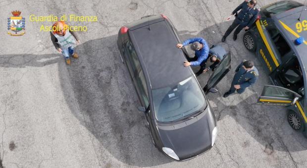 Ascoli, droga per un milione di euro: sgominata la banda, dieci arresti