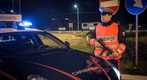Porto Sant'Elpidio, blitz nella rimessa agricola: 32enne arrestato mentre imbustava cinque chili di marijuana