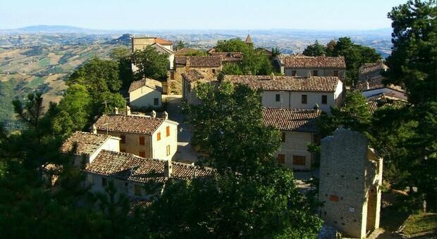 Il borgo di Smerillo, nelle Marche, in provincia di Fermo