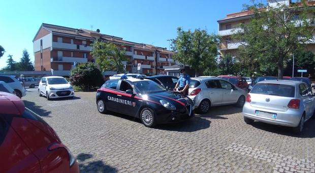 I carabinieri intervenuti sul luogo della rapina a Brecce Bianche