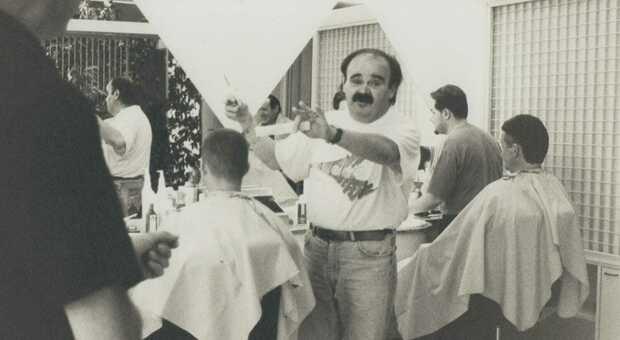 Una vecchia foto dello storico barbiere Paolo Mazzanti