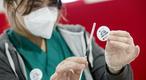 Covid, impennata di ricoveri. Vaccini, serve uno sforzo decisivo. Acquaroli: «Acceleriamo». E intanto arriva Figliuolo