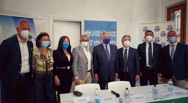 Al centro Antonio Tajani all'inaugurazione della sede di Forza Italia