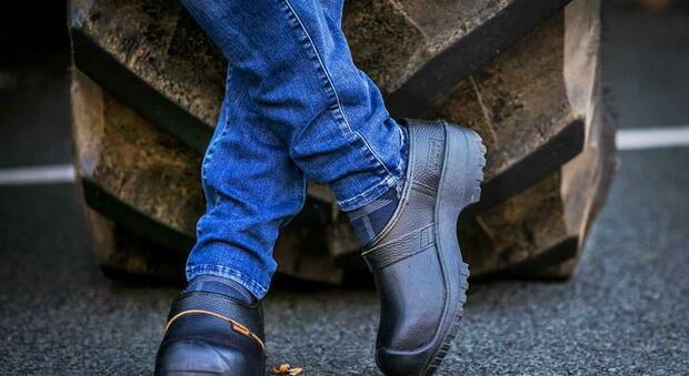 Fallita la Rifle, mega-svendita nei magazzini: «Jeans, scarpe e giubbotti a 2-3 euro a pezzo»