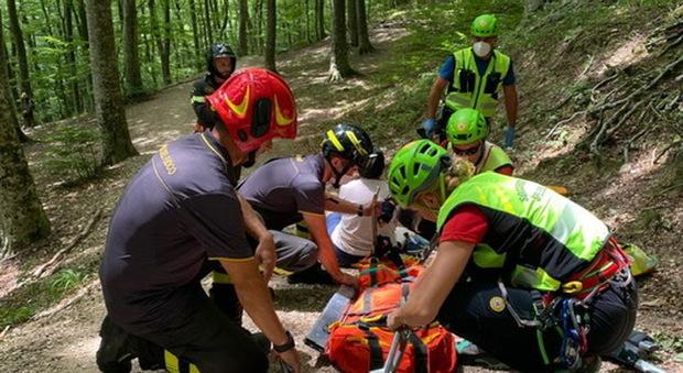 Disavventura in montagna, escursionista ferita alle Gole dell'Infernaccio: per aiutarla arrivano i vigili del fuoco