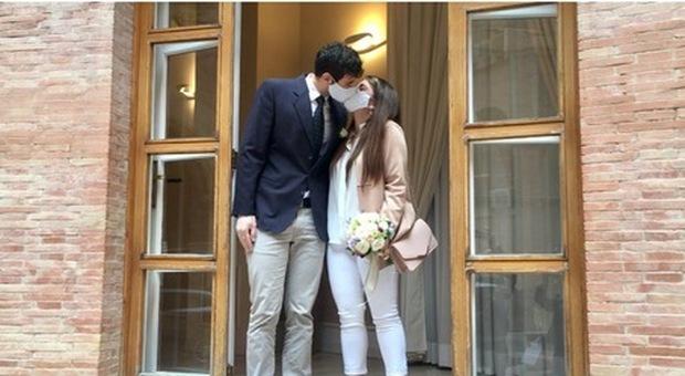 Covid, bonus matrimonio, 1.500 euro alle coppie che decidono di sposarsi in Puglia