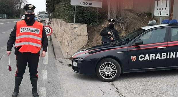 Manovra da film, un carabiniere in borghese blocca il ladro d'auto. Denunciato il marocchino al volante