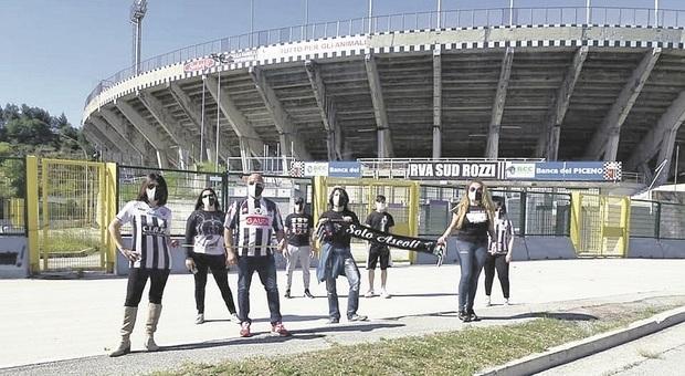 Ascoli, lo stadio Del Duca come Wembley: frammenti della curva da demolire ai tifosi