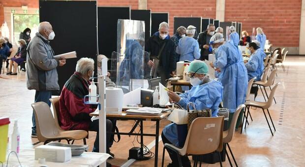 Il centro di vaccinazione a Monticelli