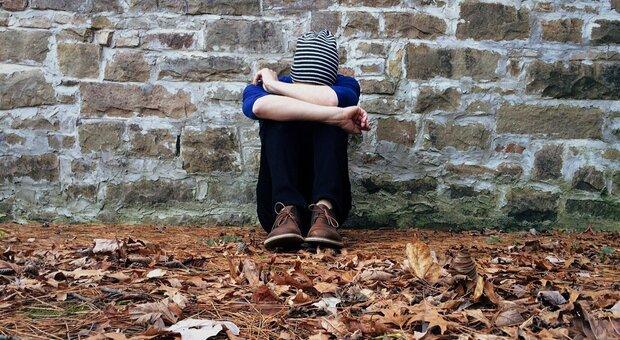 Si uccide in casa a 18 anni per una delusione d'amore mentre i genitori sono fuori a passeggiare