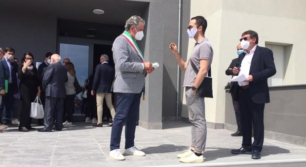 Il sindaco di Tolentino Giuseppe Pezzanesi con Federico Pieroni