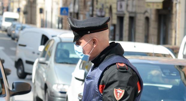 Civitanova, le mascherine dei dipendenti non sono a norma: barbiere chiuso e multa al titolare