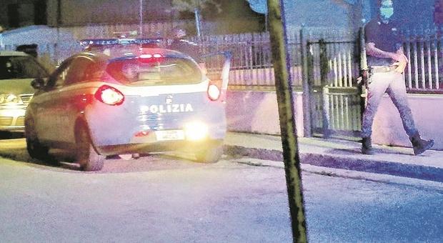 Porto sant'Elpidio, blitz anti droga: lancia la cocaina dalla finestra, ma finisce tra i piedi dei poliziotti