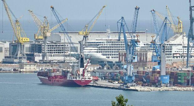 Il porto senza una guida da 10 mesi, il pressing degli operatori: «Ma quale attesa, decidere subito»